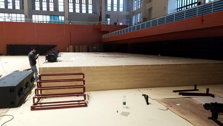 威麟勤力为韶大新体育馆设计建造一款多功能升降舞台