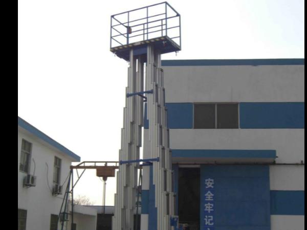 双桅柱升降机的特性和用途有哪些